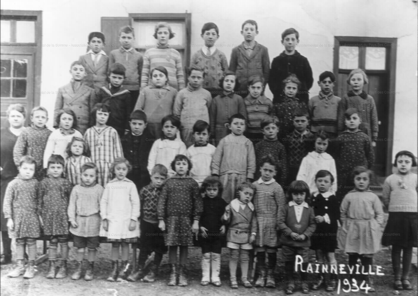 Eleves-devant-lecole-1934